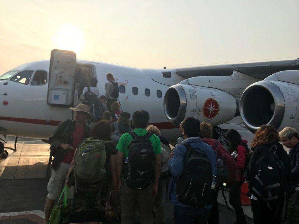クスコへ飛ぶジェット機。プロペラじゃなくてホッとした。