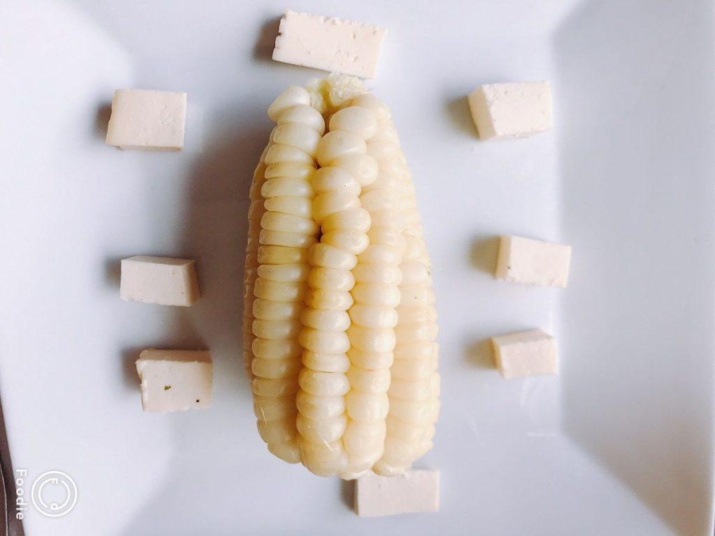 日本よりも大きい粒のトウモロコシ。甘くないけどクセになる。